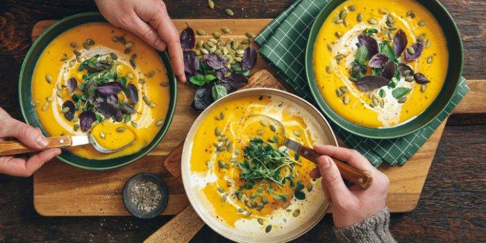 """Soupes : 5 recettes """"brûle-graisse"""" délicieuses et efficaces"""