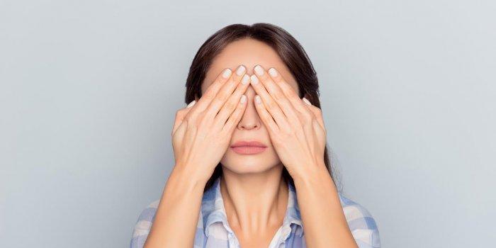 A quoi est due une douleur derrière les yeux ?